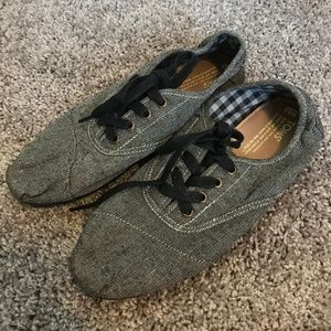 TOMS Heather Grey Lace Fabric Canvas Sneakers